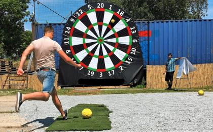 Foot darts in Prague