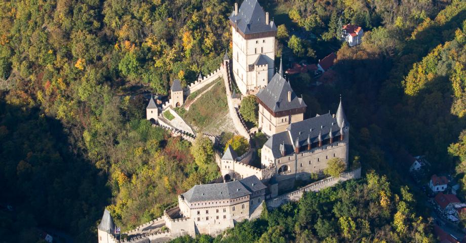 Romantic sightseeing flight Prague - Karlštejn castle