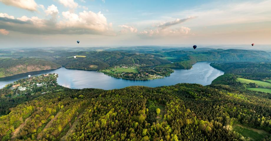 Romantic sightseeing flight Prague - Slapy dam