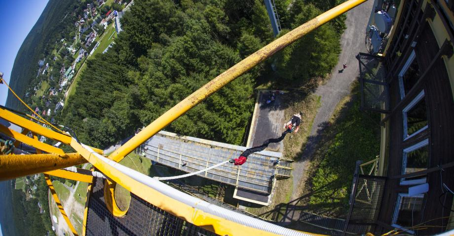 Bungee jumping from TV tower - Giant Mountains