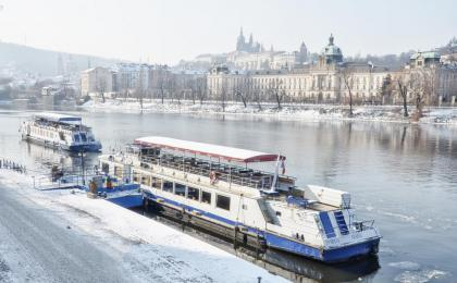 Advent Prague river cruise with lunch or dinner