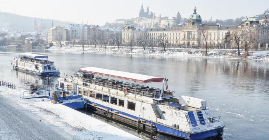 Advent Prague river cruise