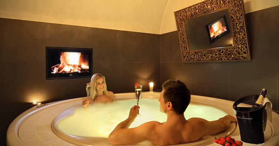 Romantic whirpool for couple
