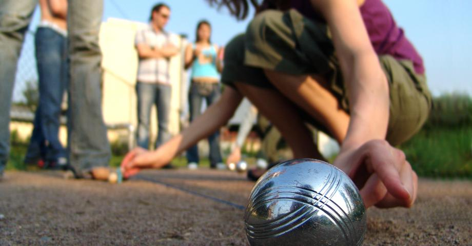 Outdoor sports: pétanque and table tennis in Prague